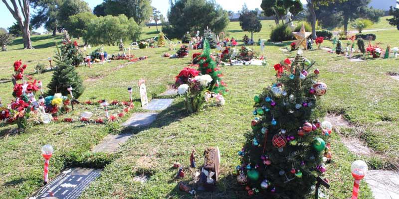 Christmas-graves-deathcareindustry